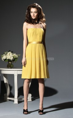 Yellow Chiffon A-line Strapless Knee-length Bridesmaid Dress For Beach(NZBD06640)