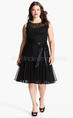 Jewel Neck A-line Black Organza Tea-length Plus Size Bridesmaid Dress (NZPSD06-028)
