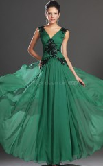 Green Chiffon A-line V-neck Long Bridesmaid Dresses (NZBD06519)